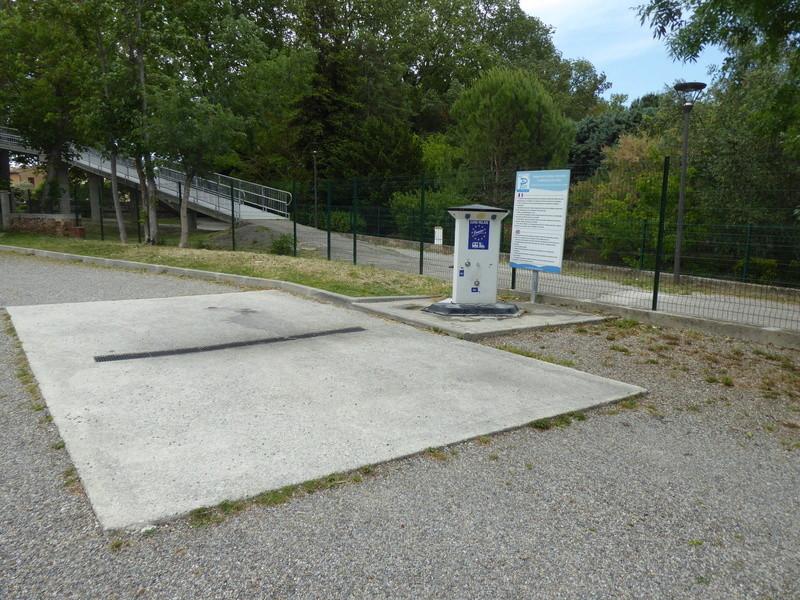 Castelnaudary - Aire de stationnement et services (Camping-Car Park) P1000711