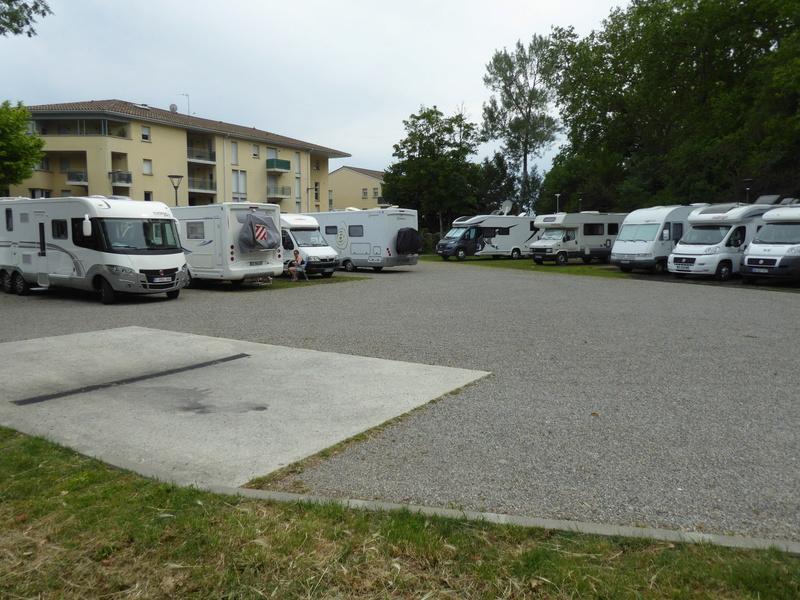 Castelnaudary - Aire de stationnement et services (Camping-Car Park) P1000712