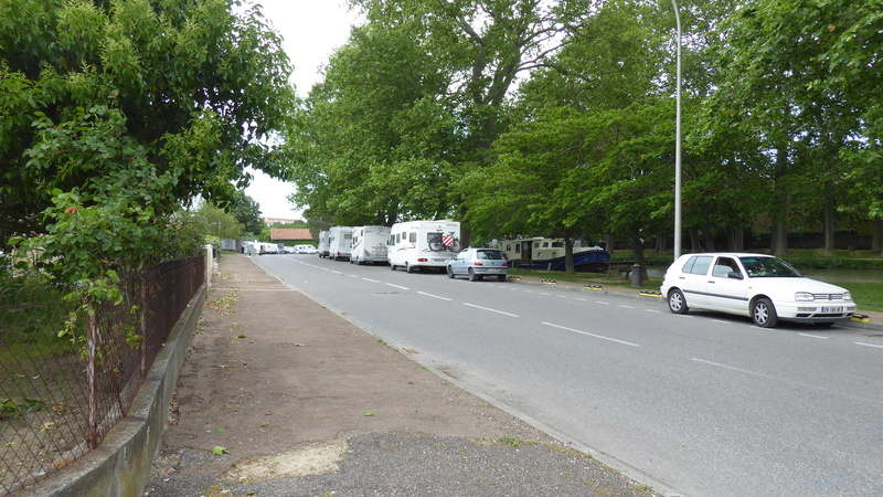 Castelnaudary - Aire de stationnement et services (Camping-Car Park) P1000716