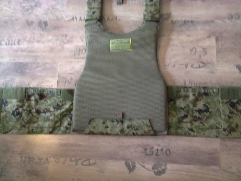 [ Vends] russe gilet srw TARCH  surpat et divers. Photo021