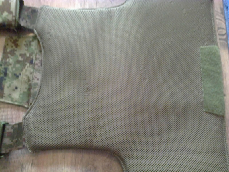 [ Vends] russe gilet srw TARCH  surpat et divers. Photo023