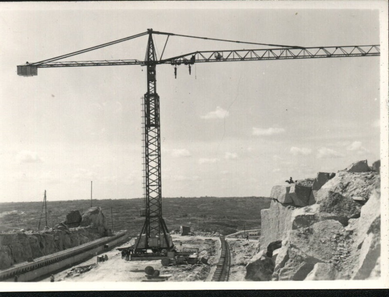 anciennes grues - Page 3 Emb610