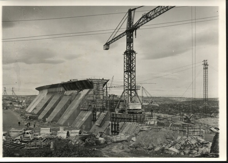 anciennes grues - Page 3 Emb810