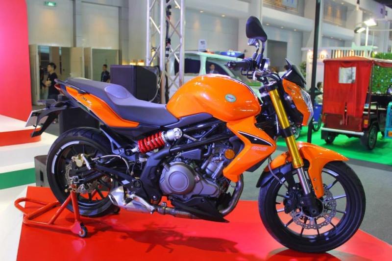 Salon de la moto 2013 14746110