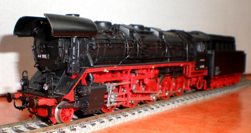 DR Lok 44 195 mit Versuchs-Ölfeuerung 44_19522