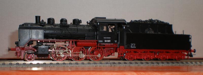 Lok 24 061 mit Langlauftender Spur HO Br_24_11