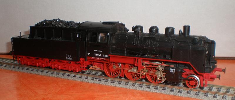 Lok 24 061 mit Langlauftender Spur HO Br_24_12