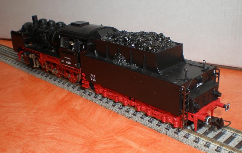 Lok 24 061 mit Langlauftender Spur HO Br_24_15