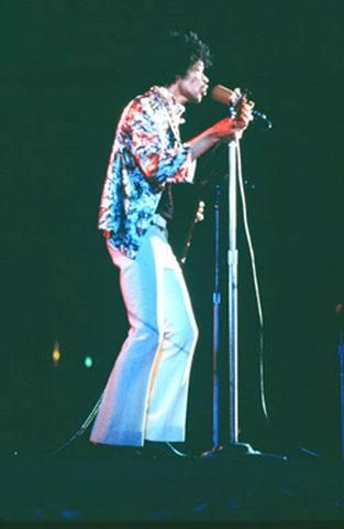 Hollywood (Hollywood Bowl) : 18 août 1967 Jimi_h10