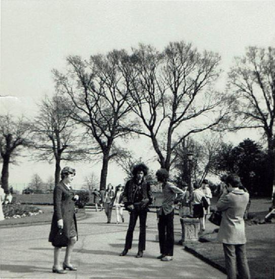 Leicester (De Montfort Hall) : 16 avril 1967 Jimi_l10