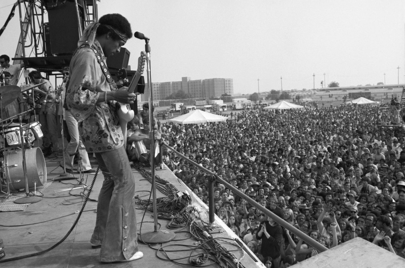 Devonshire Downs (Newport '69) : 22 juin 1969  - Page 2 Jimi_n14