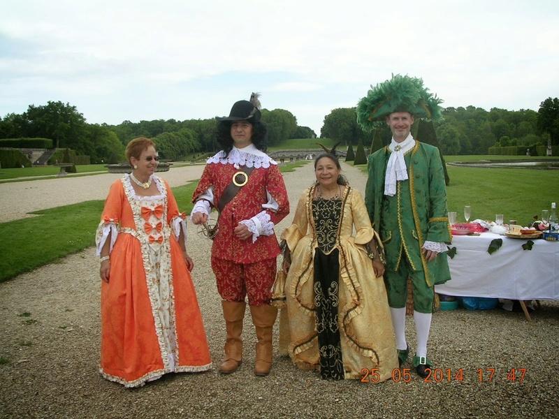 Comment avez vous connu le Bal de Versailles ? Costum11