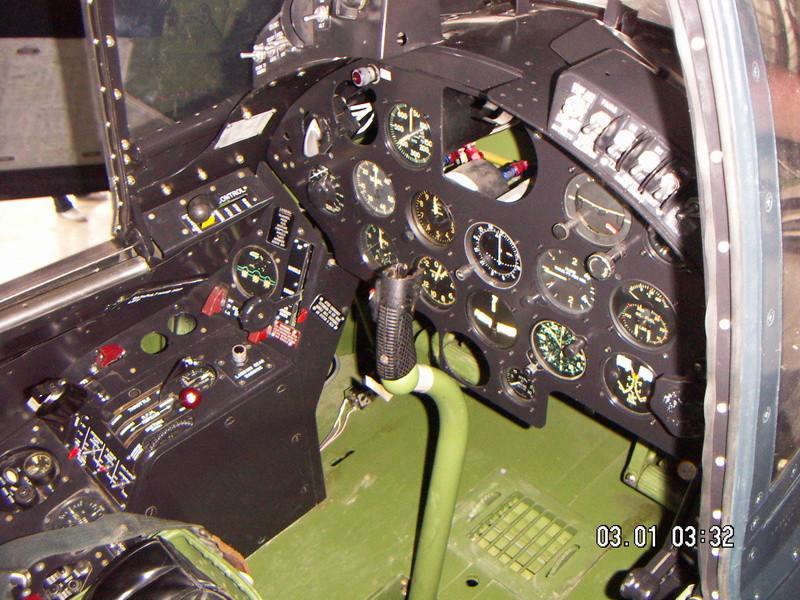 [Les anciens avions de l'aéro] Douglas C-47D Dakota - Page 6 Pict0011