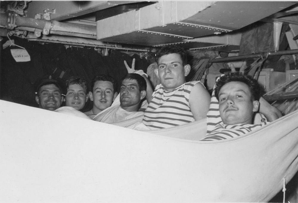 [Les traditions dans la Marine] Les hamacs. - Page 7 Img77910