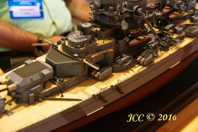 le Bismarck au 1/200° de Trumpeter Imgp7810