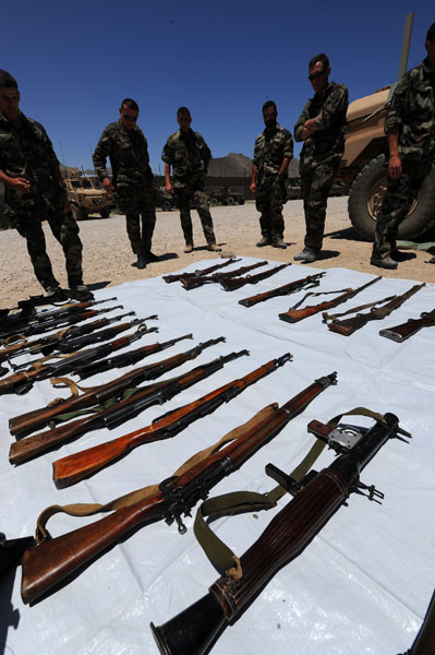 Armes saisies par les soldats Français  Afg_2210