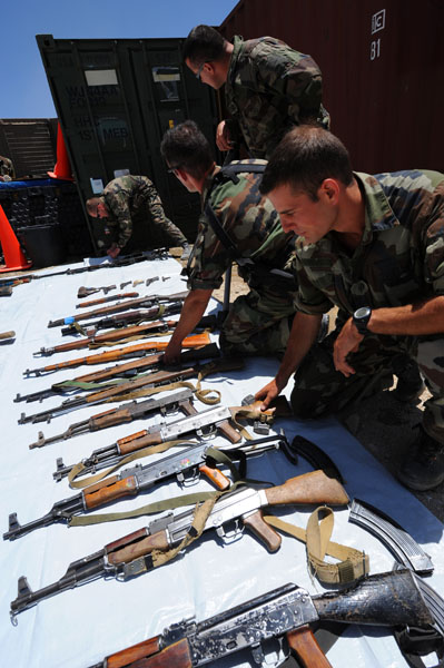 Armes saisies par les soldats Français  Afg_2211