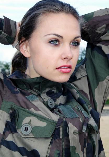 Le kaki au féminin - Page 4 Armee10