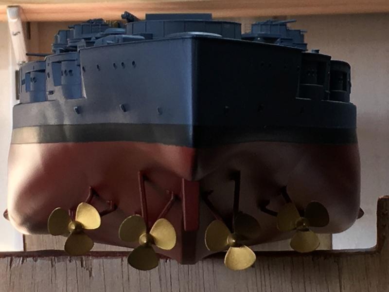 USS ARIZONA 1/200 TRUMPETER - Page 2 Img_3610