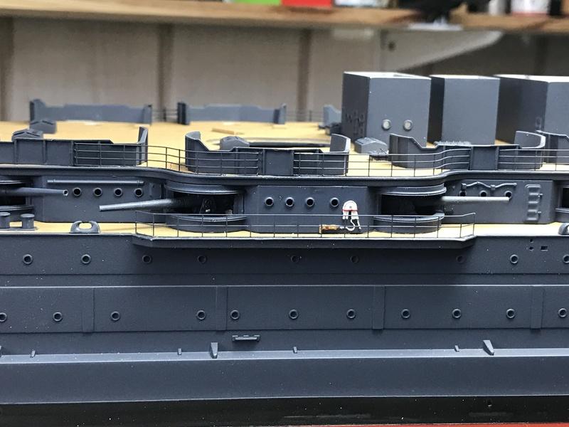 USS ARIZONA 1/200 TRUMPETER - Page 3 Img_3729