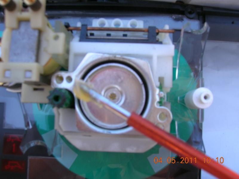 Démontage d'un tableau de bord de R25 en photos. Dscn2112