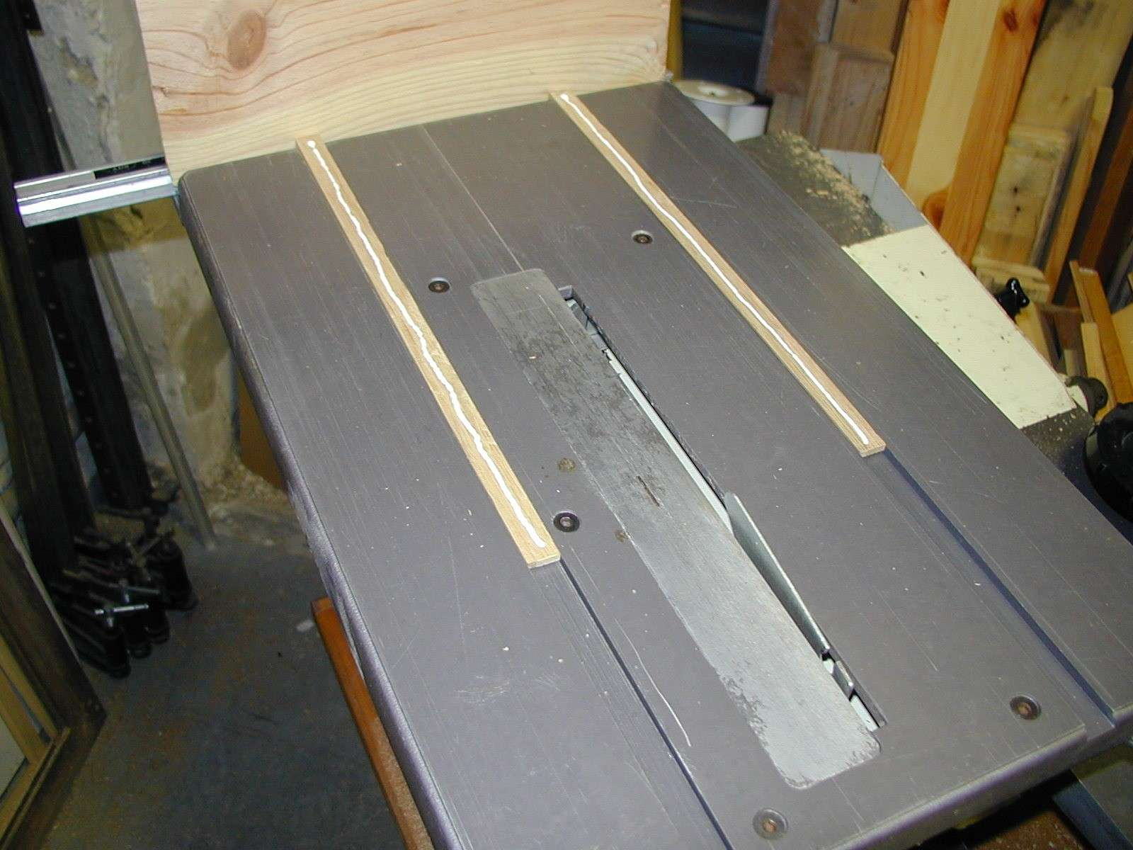 Un traineau de scie (table saw sled) 91150010