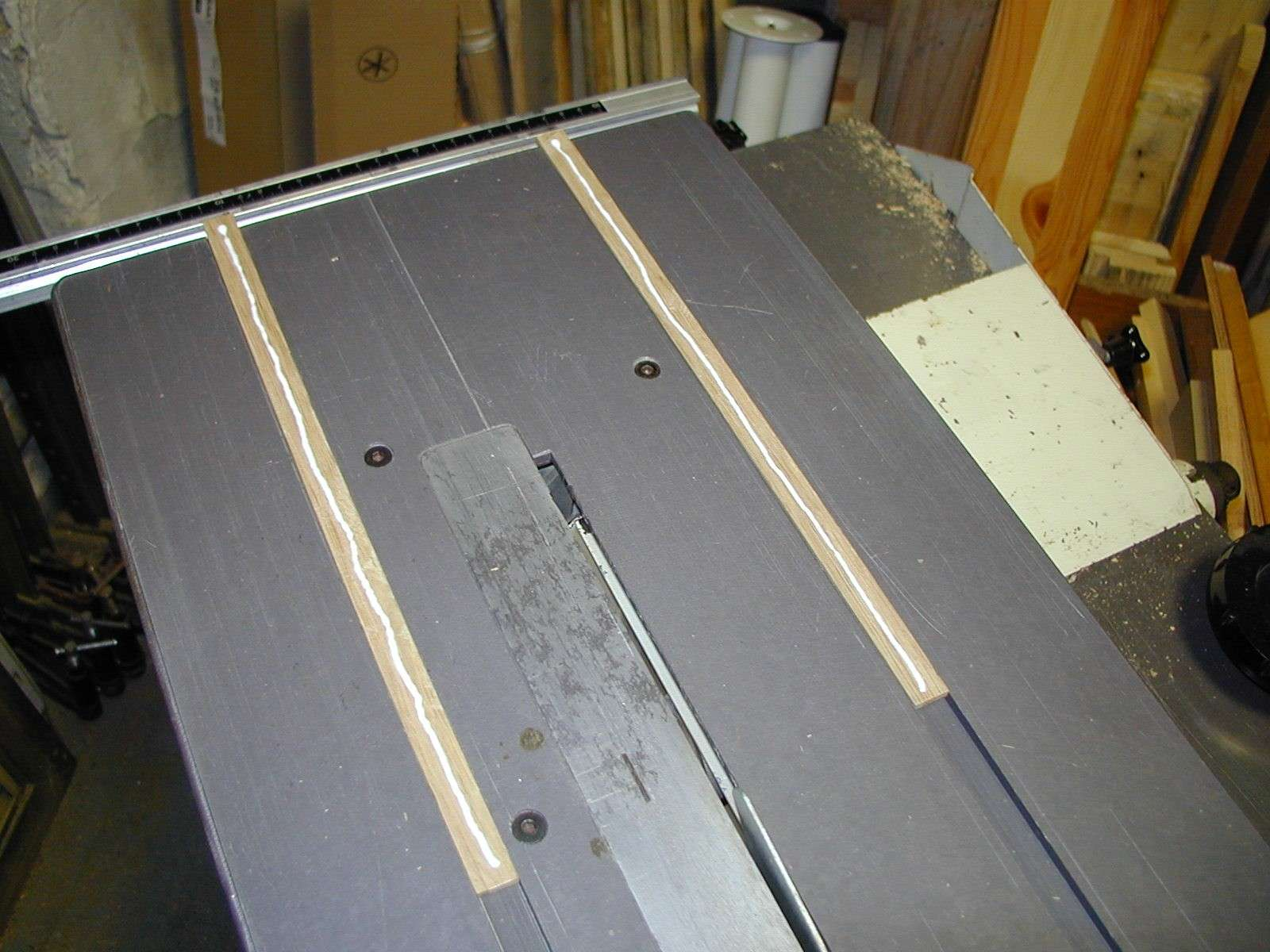 Un traineau de scie (table saw sled) 91150011