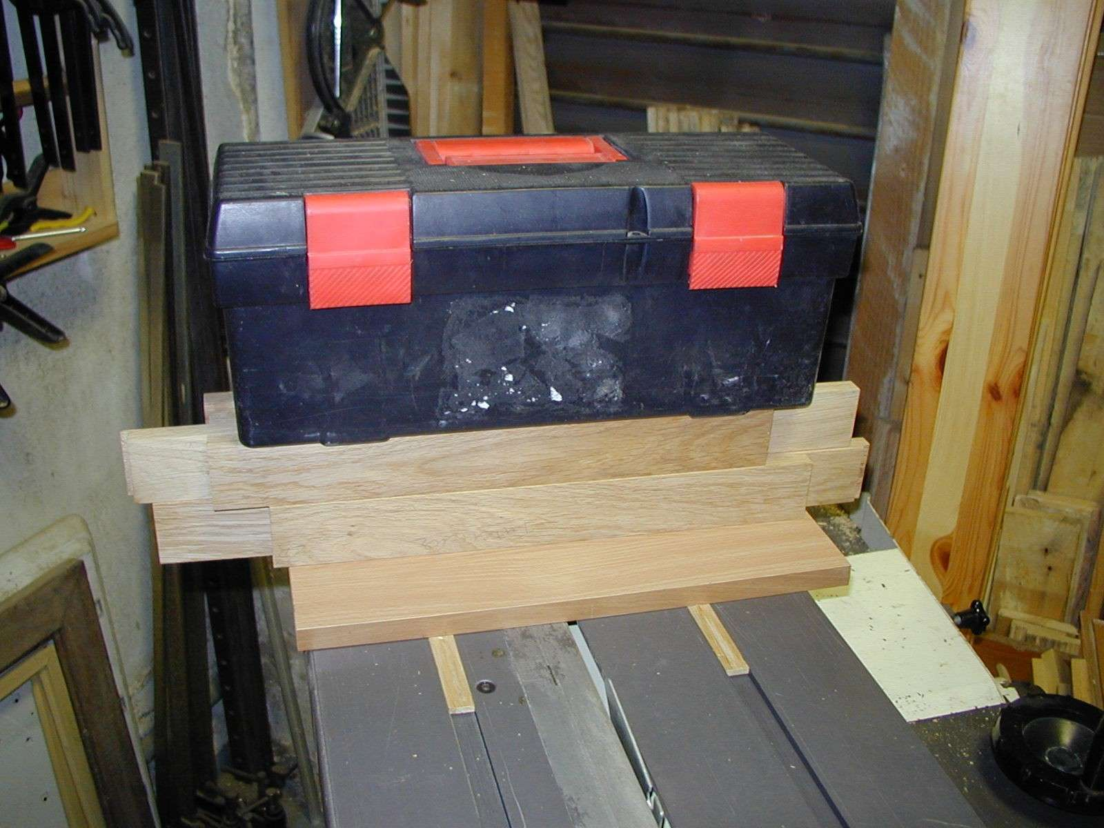 Un traineau de scie (table saw sled) 91150012