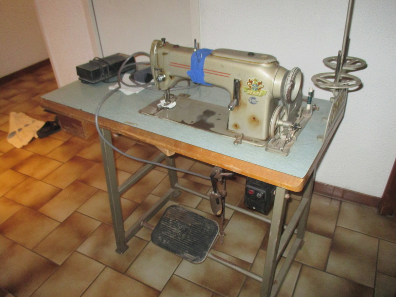 Machine a coudre PFAFF industrielle Img_0911