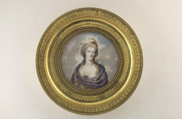 Portraits de Marie-Antoinette costumée à l'antique, ou en vestale, par et d'après F. Dumont  M5035010