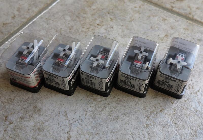 Lot 5 servos Hitec HS-45HB NEUF 00112