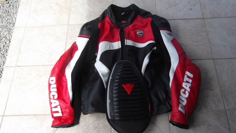 [VENDU] Blouson cuir Ducati Corse taille 60 Dscf0011