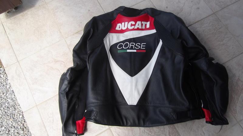 [VENDU] Blouson cuir Ducati Corse taille 60 Dscf0012