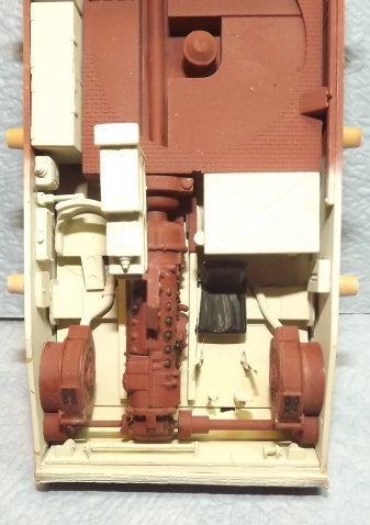 PZ IVJ tamiya + interieur trumpeter (Bergepanzer IV) 1/35 - Page 2 Avance11