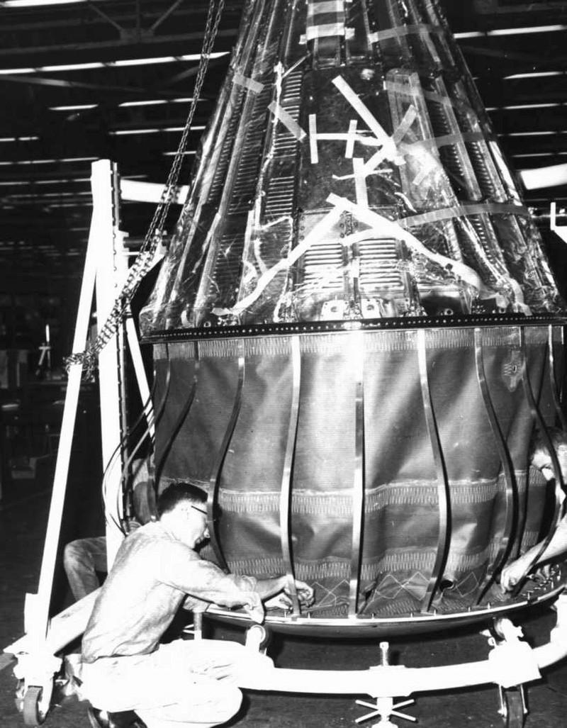 Mercury-Redstone 4 - Virgil Grissom (1961) - Page 2 Landin10