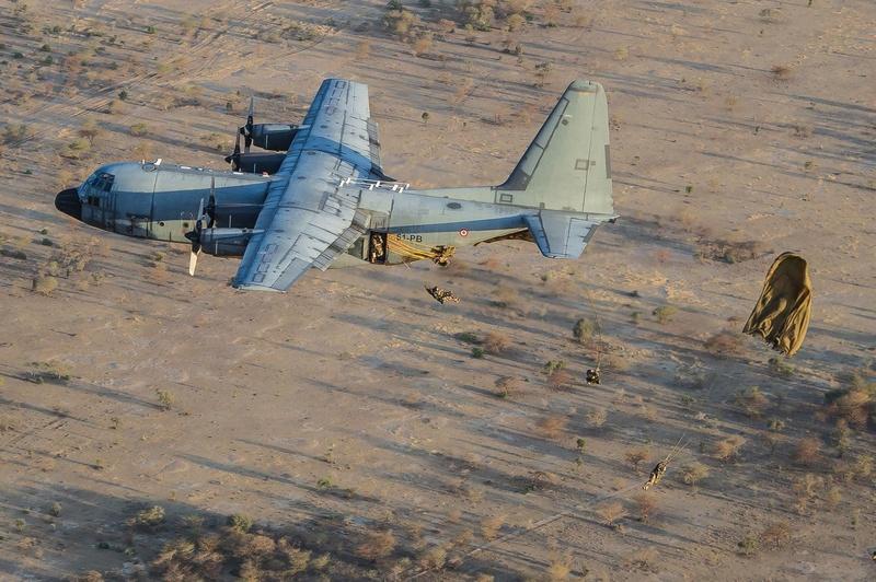 Saut d'entrainement à N'Djamena le 13/11/2014 Groupement tactique désert est. 16422410