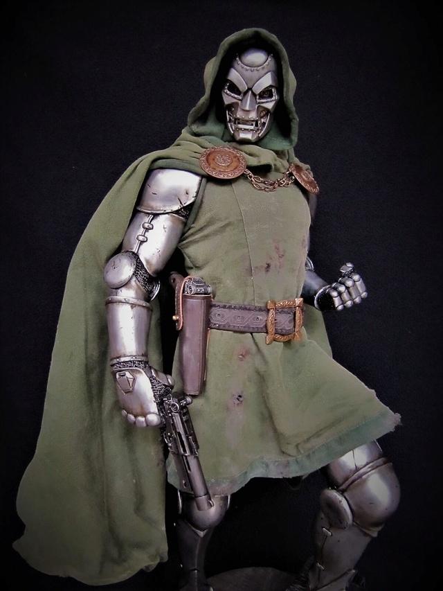 Dr Doom PF Sideshow repaint et custom. Doom1410