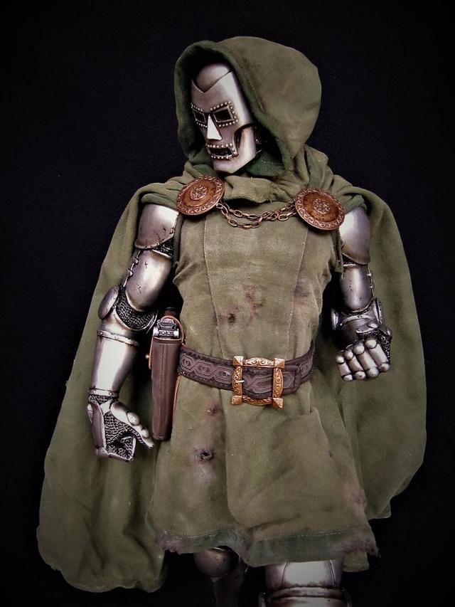 Dr Doom PF Sideshow repaint et custom. Doom810