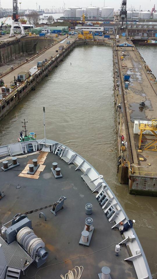 Amfibische transportschepen - Landing Platform Dock - Page 2 Cale_s10