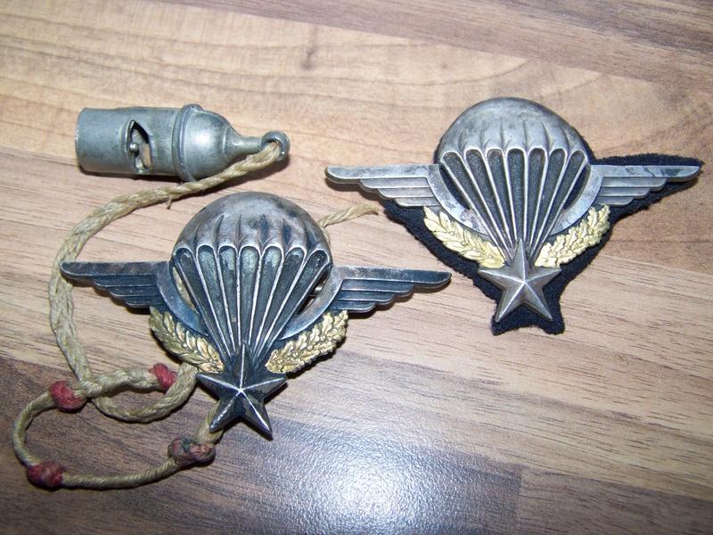 2 brevets de parachutiste et un sifflet 00211