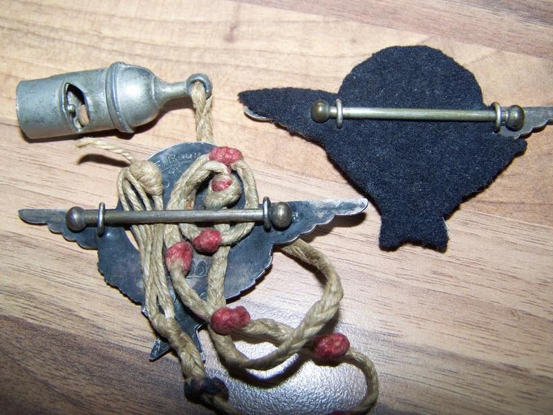 2 brevets de parachutiste et un sifflet 00311