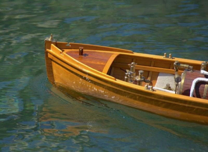 Chaloupe à Vapeur / Chaudière horizontale et moteur doube cylindre. Captu251