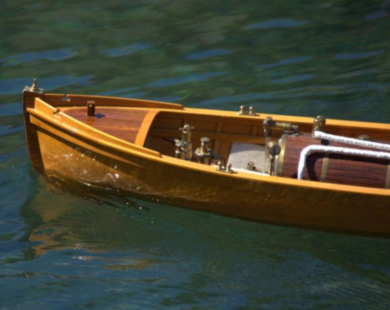 Chaloupe à Vapeur / Chaudière horizontale et moteur doube cylindre. Captu252