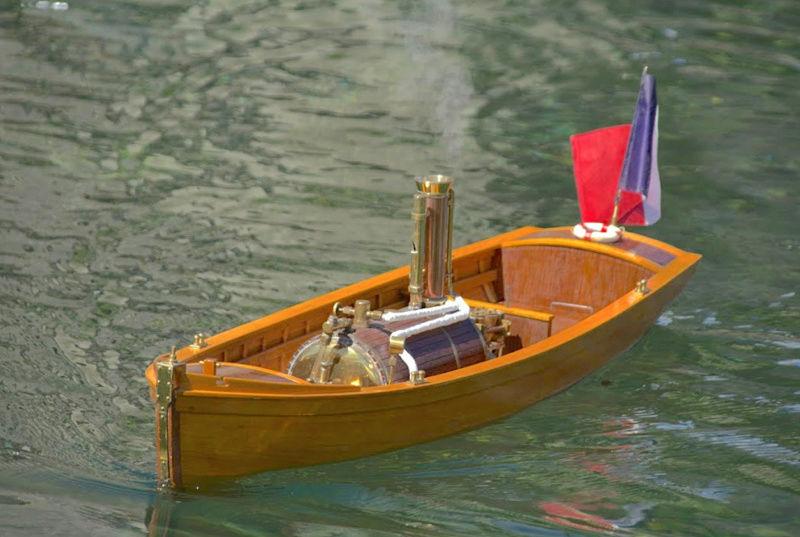 Chaloupe à Vapeur / Chaudière horizontale et moteur doube cylindre. Captu253