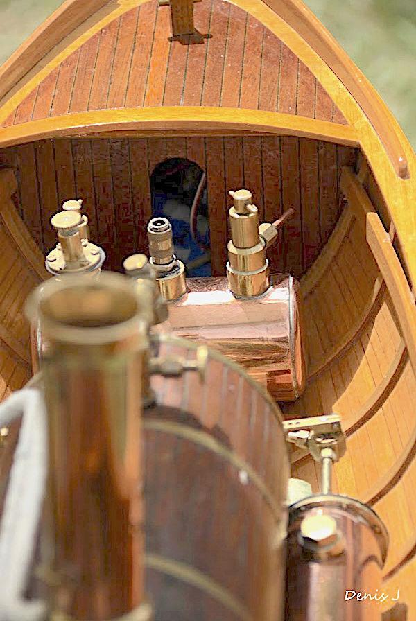 Chaloupe à Vapeur / Chaudière horizontale et moteur doube cylindre. Captu256