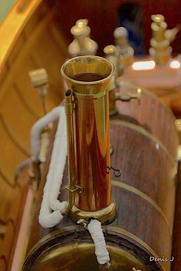 Chaloupe à Vapeur / Chaudière horizontale et moteur doube cylindre. Captu257