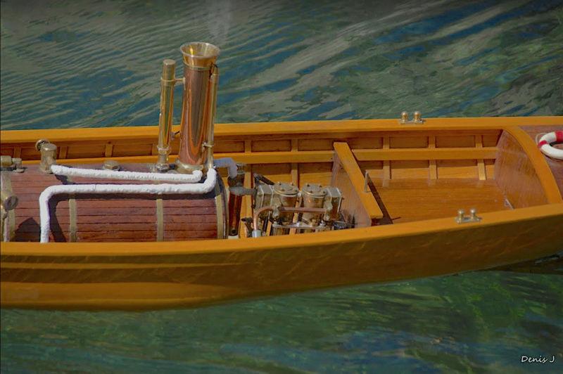 Chaloupe à Vapeur / Chaudière horizontale et moteur doube cylindre. Captu261