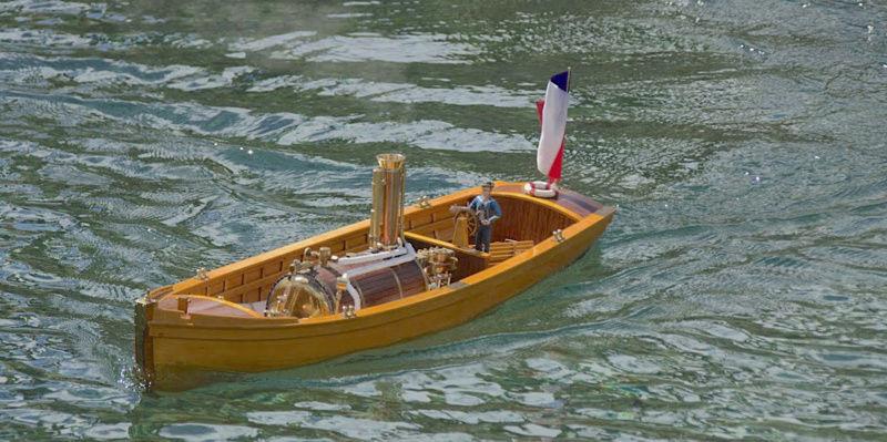 Chaloupe à Vapeur / Chaudière horizontale et moteur doube cylindre. Captu265