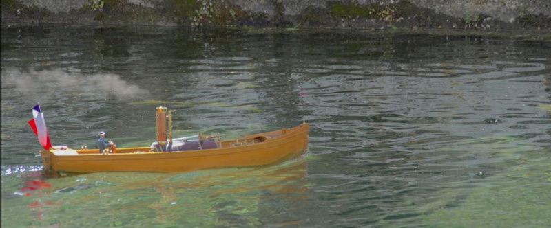 Chaloupe à Vapeur / Chaudière horizontale et moteur doube cylindre. Captu268
