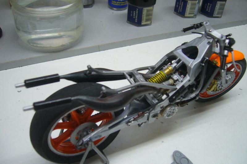 Yamaha YZR 500 cc  OWB70. Tamiya 1/12° - Page 2 P1220269